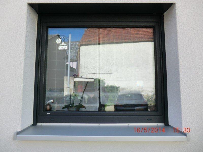 fenster ral 7016 renovierung mehrfamilienhaus fenster und t ren retzbach. Black Bedroom Furniture Sets. Home Design Ideas